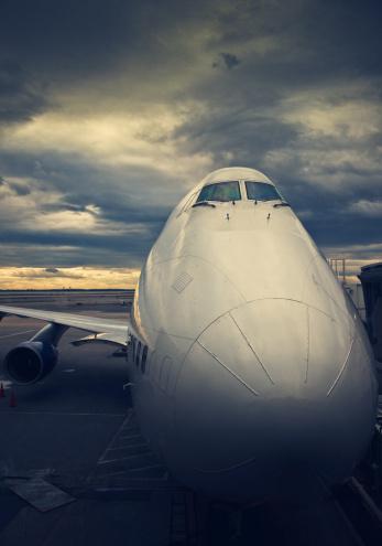 飛行機「ジャンボ 747 のゲート」:スマホ壁紙(13)