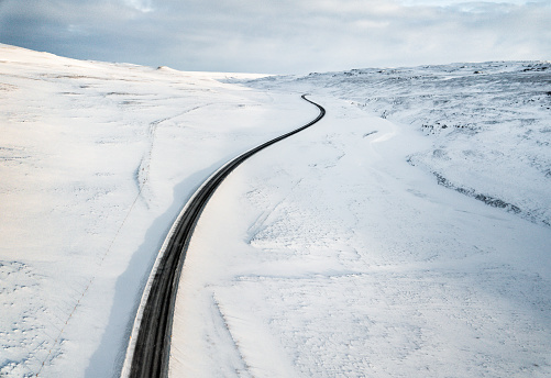 Empty Road「candy aerial view of snowed road in iceland」:スマホ壁紙(18)