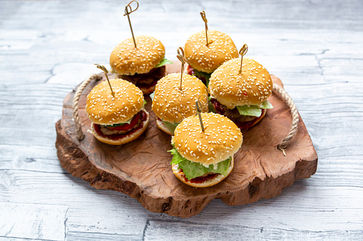 Slider - Burger「Mini-Burger with mincemeat, salad, cucumber and tomato on wooden tray」:スマホ壁紙(17)