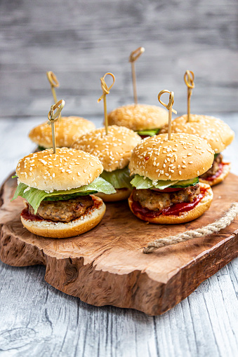Bun - Bread「Mini-Burger with mincemeat, salad, cucumber and tomato on wooden tray」:スマホ壁紙(9)