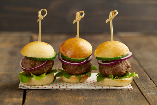 Beef「Mini-Burger with mincemeat, salad and red onions on plate」:スマホ壁紙(15)