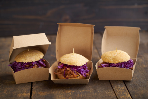 Bun - Bread「Mini-Burger with pulled pork, red cabbage and fried onions in boxes」:スマホ壁紙(19)