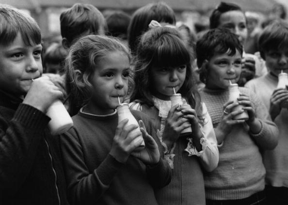 Milk「Drinking Milk」:写真・画像(7)[壁紙.com]
