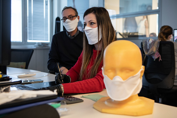 Working「Protection Mask Production In Italy」:写真・画像(16)[壁紙.com]