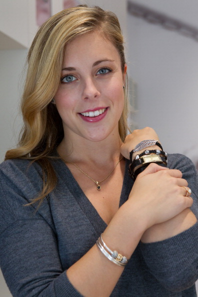 Ashley Wagner「Ashley Wagner visits Hillsdale PANDORA Store」:写真・画像(9)[壁紙.com]