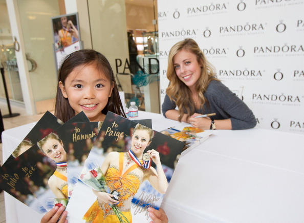 Ashley Wagner「Ashley Wagner visits Hillsdale PANDORA Store」:写真・画像(8)[壁紙.com]