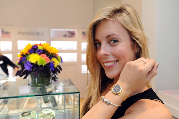 Ashley Wagner「Ashley Wagner Visits Fashion Place PANDORA Store」:写真・画像(10)[壁紙.com]