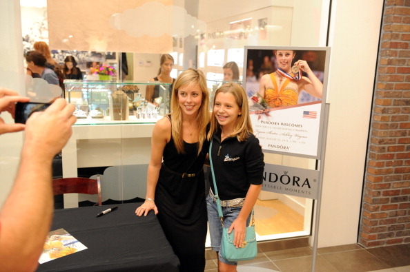 Ashley Wagner「Ashley Wagner Visits Fashion Place PANDORA Store」:写真・画像(15)[壁紙.com]
