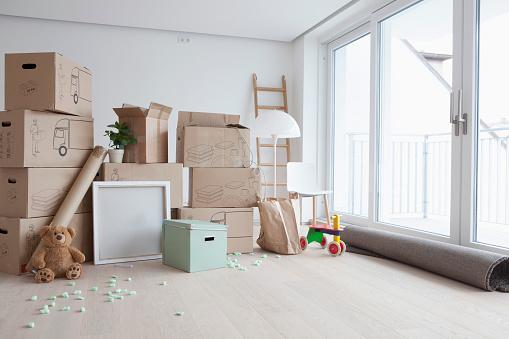 Munich「Piled cardboard boxes in flat」:スマホ壁紙(12)