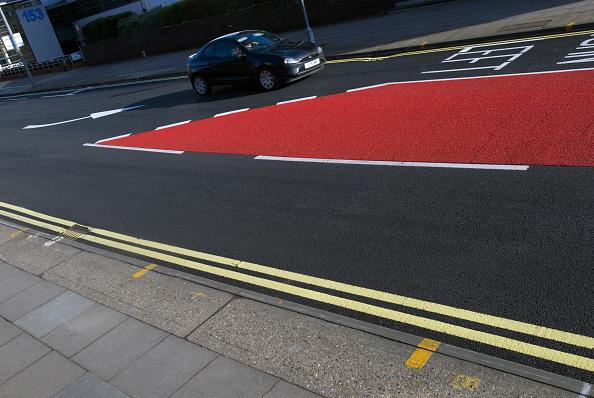 Dividing Line - Road Marking「Road markings and coloured asphalt bus lane, Ipswich, United Kingdom」:写真・画像(7)[壁紙.com]