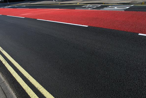 Dividing Line - Road Marking「Road markings and coloured asphalt bus lane, Ipswich, United Kingdom」:写真・画像(1)[壁紙.com]