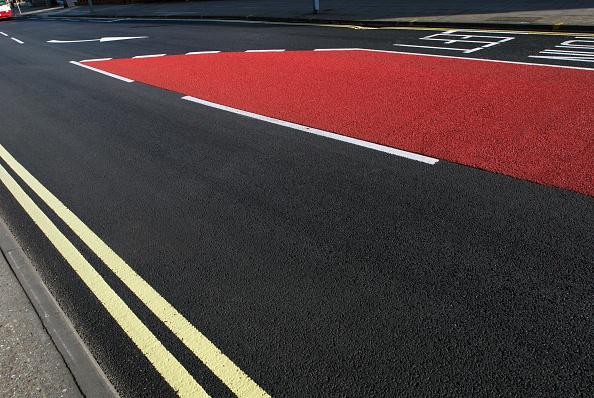 Dividing Line - Road Marking「Road markings and coloured asphalt bus lane, Ipswich, United Kingdom」:写真・画像(3)[壁紙.com]