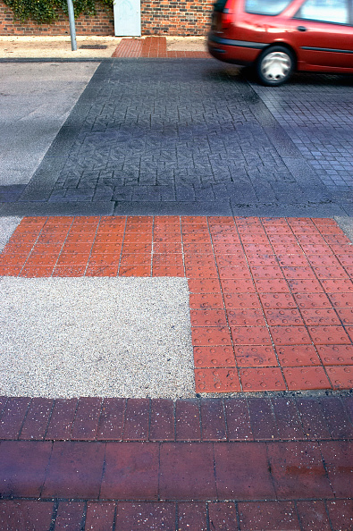 Road Marking「Road marking with feature for blind people at pedestrian crossing. UK.」:写真・画像(11)[壁紙.com]