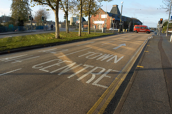 Road Marking「Road marking on coloured asphalt, United Kingdom」:写真・画像(10)[壁紙.com]