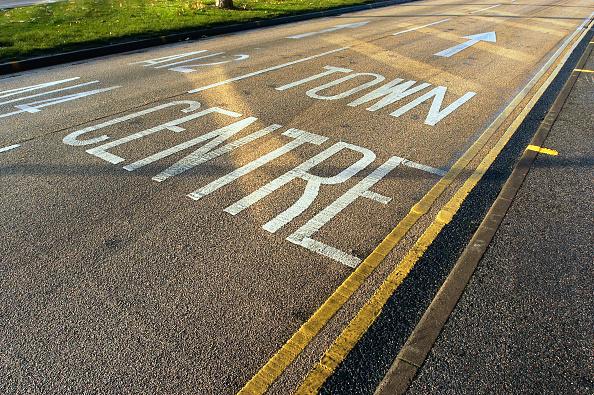 Dividing Line - Road Marking「Road marking on coloured asphalt, United Kingdom」:写真・画像(12)[壁紙.com]