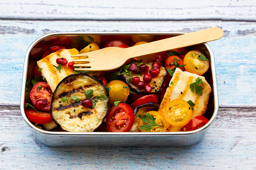 Pomegranate「Persian tomato salad with halloumi in metal lunch box」:スマホ壁紙(9)