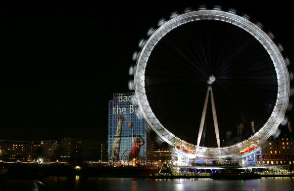 Shell Building「New Years Eve Celebrations Begin With  A Bang」:写真・画像(19)[壁紙.com]
