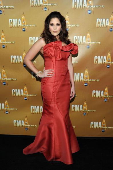 Strapless Dress「44th Annual CMA Awards - Arrivals」:写真・画像(8)[壁紙.com]