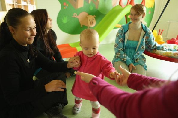 Volunteer「Social Projects Address Needs Of Struggling Families」:写真・画像(18)[壁紙.com]
