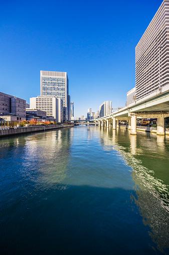 Water's Edge「Japan, Osaka, Nakanoshima district, skyscrapers at the water」:スマホ壁紙(0)