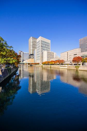 Water's Edge「Japan, Osaka, Nakanoshima district, skyscrapers at the water」:スマホ壁紙(2)
