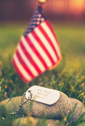 Military「Memorial Day flag and dog tags in evening sunshine」:スマホ壁紙(11)