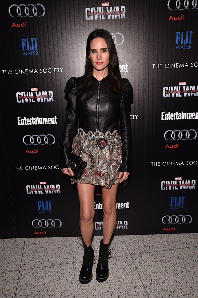 服装「The Cinema Society With Audi And FIJI Water Host A Screening Of Marvel's 'Captain America: Civil War'」:写真・画像(8)[壁紙.com]