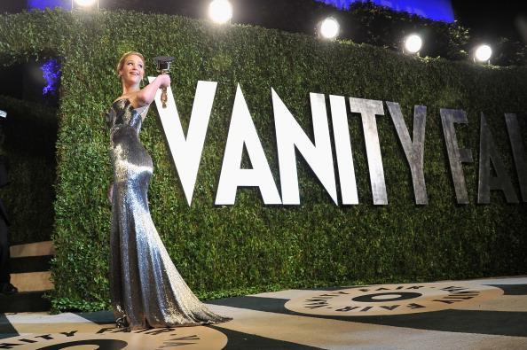 銀色のドレス「2013 Vanity Fair Oscar Party Hosted By Graydon Carter - Arrivals」:写真・画像(7)[壁紙.com]