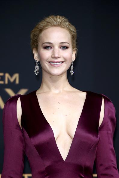 カメラ目線「'The Hunger Games: Mockingjay - Part 2' World Premiere In Berlin」:写真・画像(8)[壁紙.com]
