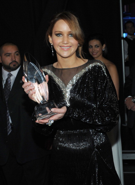 Index Finger Ring「39th Annual People's Choice Awards - Backstage And Audience」:写真・画像(3)[壁紙.com]
