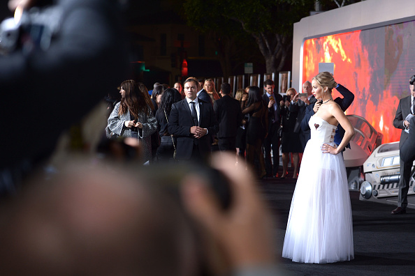 "White Dress「Premiere Of Columbia Pictures' ""Passengers"" - Arrivals」:写真・画像(14)[壁紙.com]"