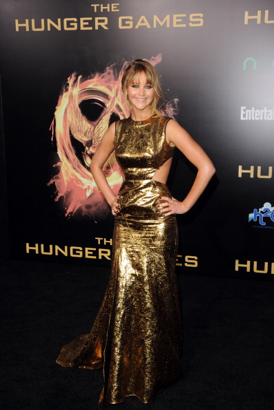 "Sleeveless Dress「Premiere Of Lionsgate's ""The Hunger Games"" - Arrivals」:写真・画像(15)[壁紙.com]"