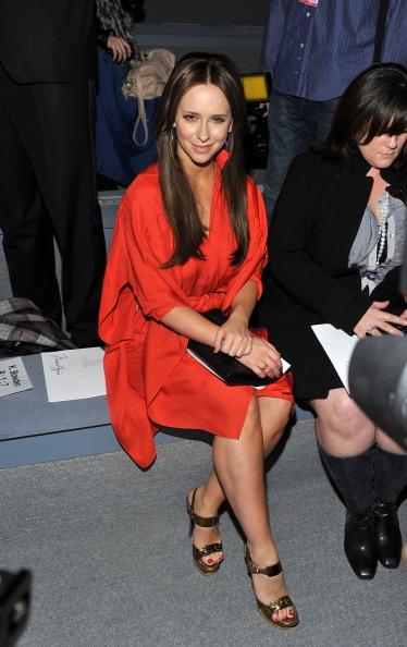 Mike Hewitt「Max Azria - Front Row - Fall 2011 Mercedes-Benz Fashion Week」:写真・画像(16)[壁紙.com]
