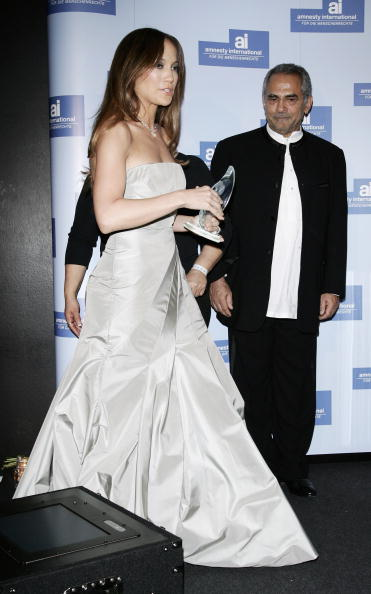 Jose Lopez「Berlinale - Jennifer Lopez Receives 'Artists For Amnesty' Award」:写真・画像(17)[壁紙.com]