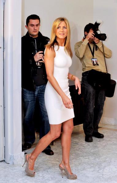 High Heels「Jennifer Aniston Attends 'The Bounty Hunter' Photocall in Madrid」:写真・画像(2)[壁紙.com]