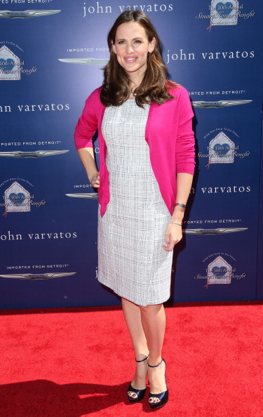 Gray Dress「John Varvatos 10th Annual Stuart House Benefit Presented By Chrysler - Arrivals」:写真・画像(11)[壁紙.com]