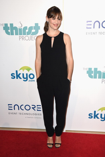 "Keyhole Neckline「5th Annual Thirst Gala Hosted By Jennifer Garner In Partnership With Skyo And Relativity's ""Earth To Echo"" - Arrivals」:写真・画像(1)[壁紙.com]"