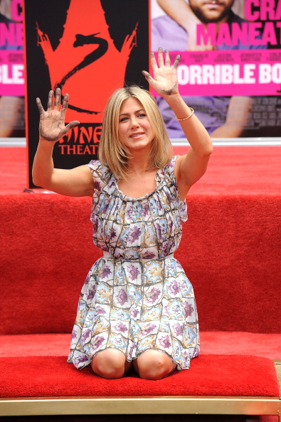 Human Limb「Jennifer Aniston Hand and Footprint Ceremony」:写真・画像(8)[壁紙.com]