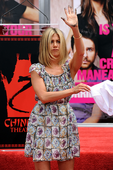 Human Arm「Jennifer Aniston Hand and Footprint Ceremony」:写真・画像(9)[壁紙.com]