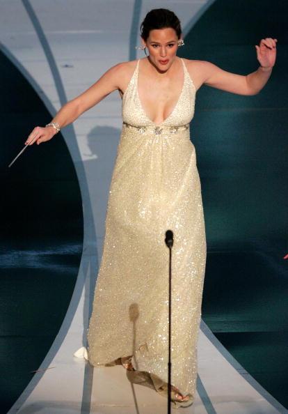 Tripping - Falling「78th Annual Academy Awards - Show」:写真・画像(6)[壁紙.com]