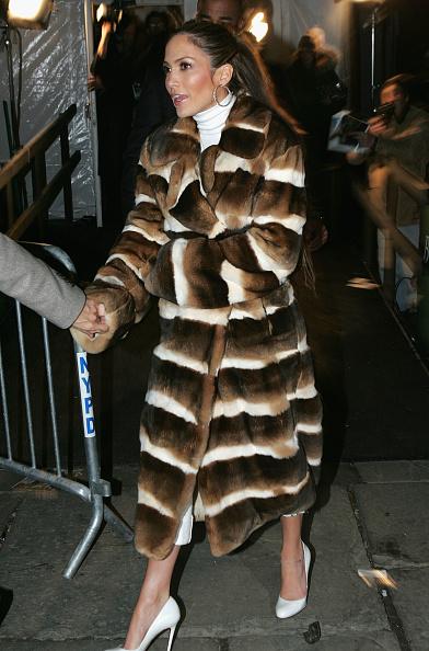 Holding Hands「Jennifer Lopez Fall 2005 - Backstage」:写真・画像(8)[壁紙.com]