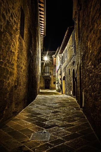 Boulevard「Lonely street in San Gimignano」:スマホ壁紙(3)