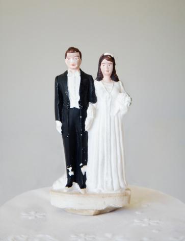 Kitsch「Vintage bride and groom wedding cake topper」:スマホ壁紙(18)