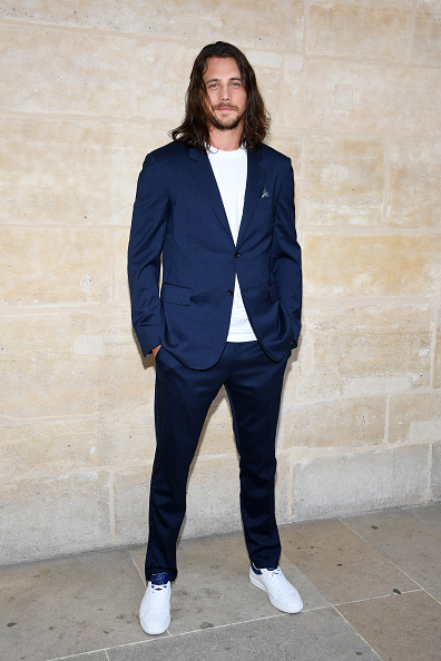 One Person「Louis Vuitton : Front Row  - Paris Fashion Week - Menswear Spring/Summer 2018」:写真・画像(9)[壁紙.com]