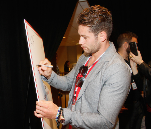 Christopher Algieri「Annual Charity Day Hosted By Cantor Fitzgerald And BGC at BGC Office」:写真・画像(5)[壁紙.com]