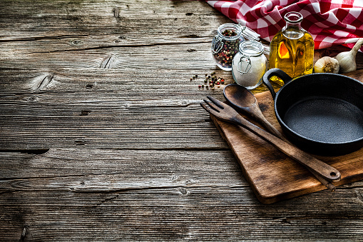 Recipe「Cooking backgrounds: cooking ingredients and utensils on rustic wooden table with copy space」:スマホ壁紙(13)