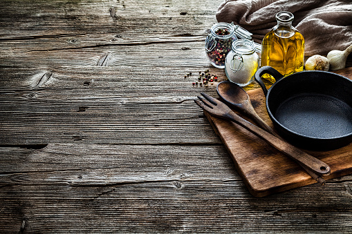 Preparing Food「Cooking backgrounds: cooking ingredients and utensils on rustic wooden table with copy space」:スマホ壁紙(18)