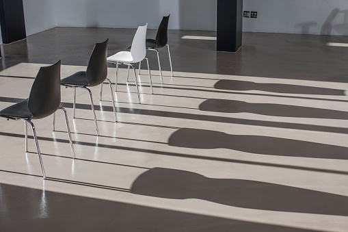 Shadow「Row of chairs in empty office casting shadows」:スマホ壁紙(8)
