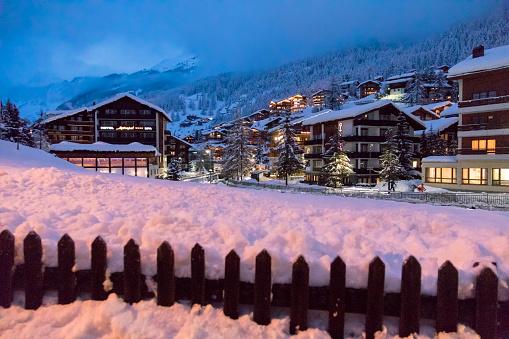 雪の吹きだまり「Zermatt. Switzerland」:スマホ壁紙(9)