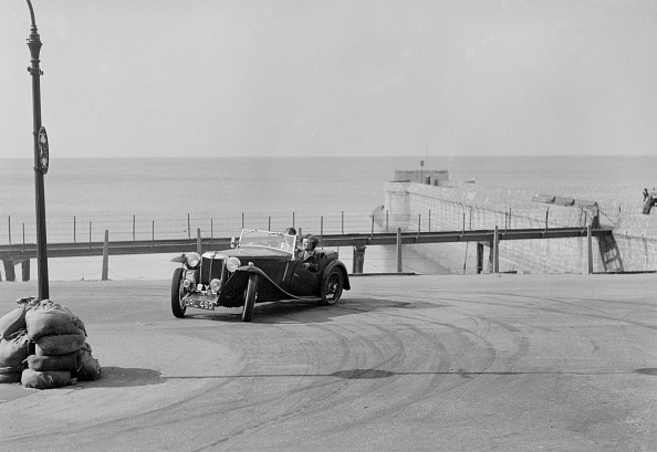 Water's Edge「MG TA of FG Cornish competing in the RAC Rally, Madeira Drive, Brighton, 1939」:写真・画像(13)[壁紙.com]